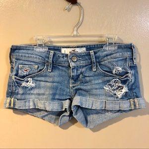 🔴 Hollister Distressed Denim Shorts - Size 0 / 24